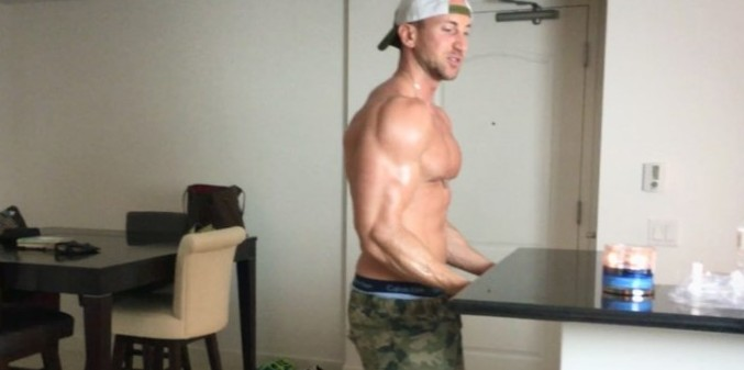 8 Tricep And Bicep Exercises You Can Do From Home