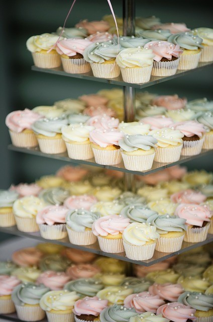 4 tiers of cupcakes