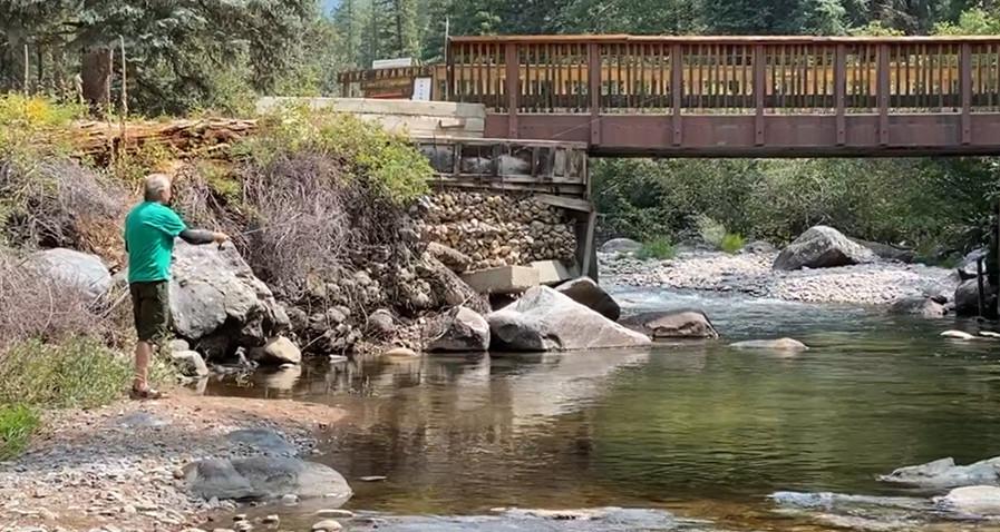 Los Pinos River