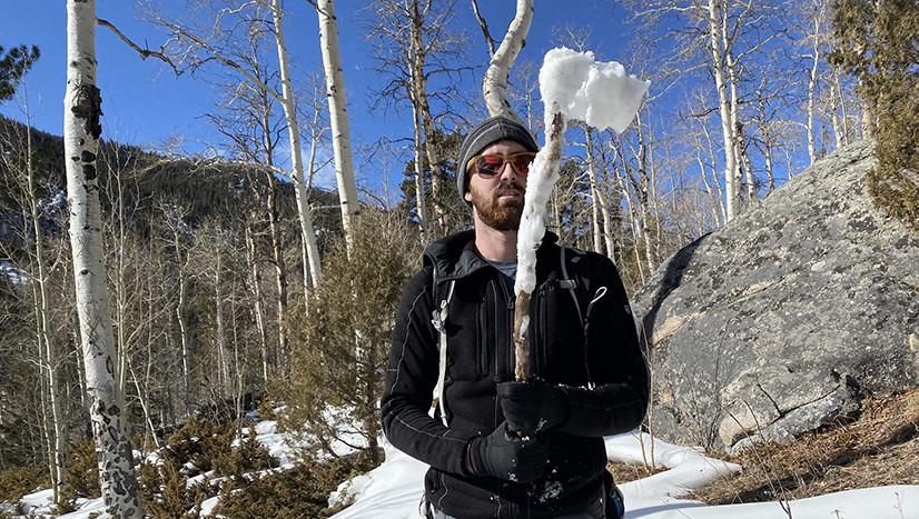 Axe Snow Throwing Device