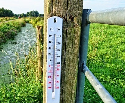 temperature gauge on fencepost
