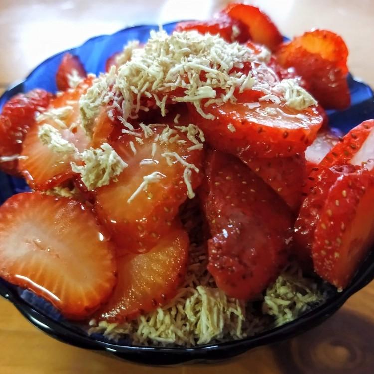 Berry Yogurt Crunch