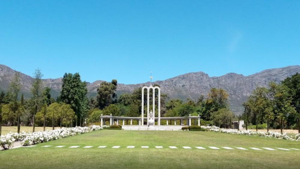 Huguenot Memorial Monument