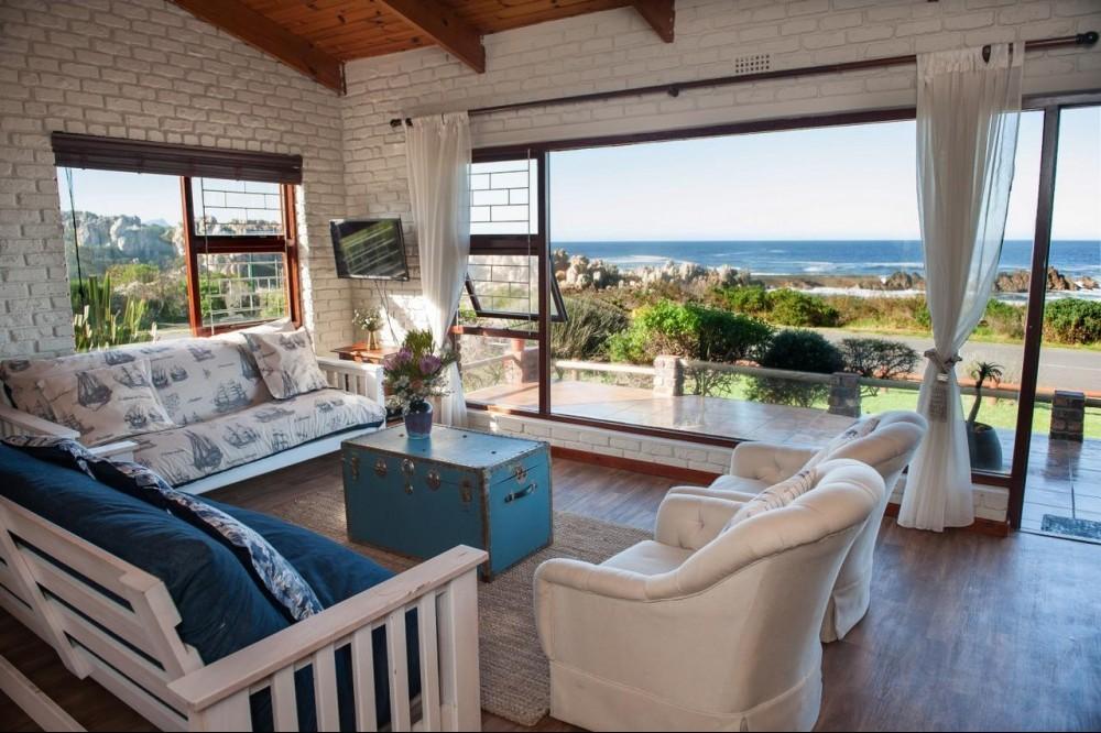 Lounge at La Mer