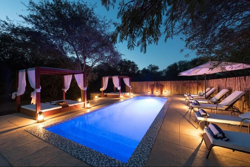 Bushbaby River Lodge pool area