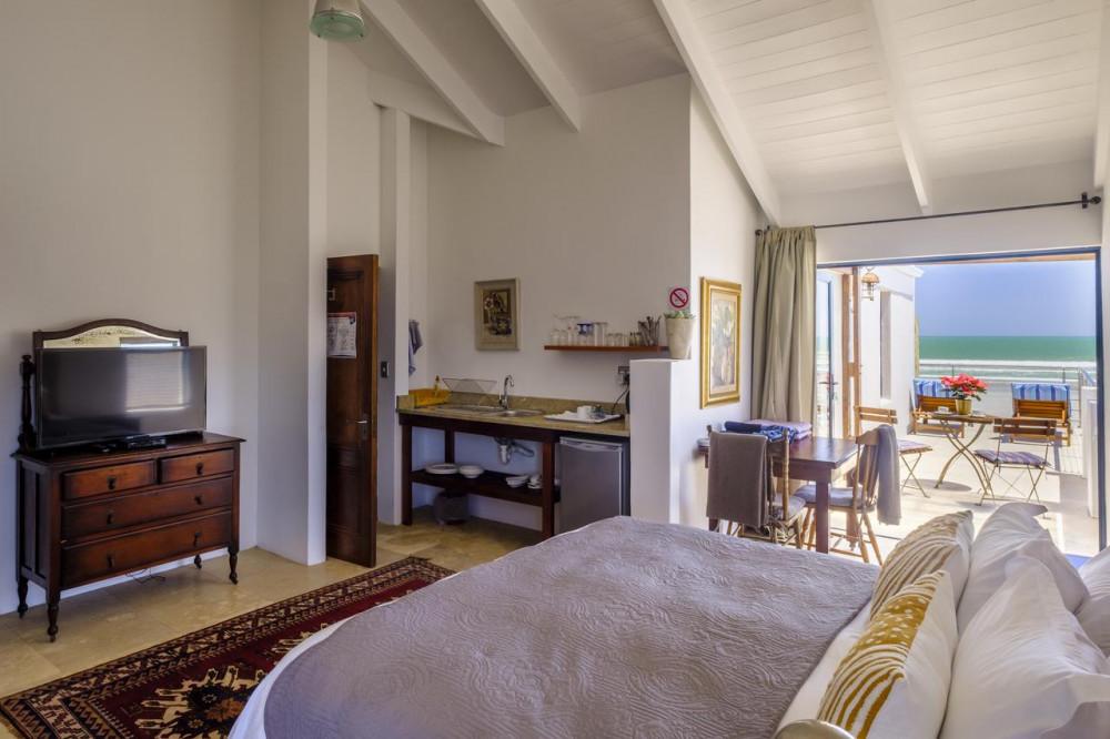 Room at Deja-Vu Paternoster