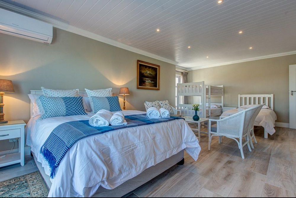 Room at Marine Manor Mossel Bay