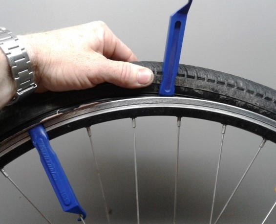removing bicycle tire with tire levers