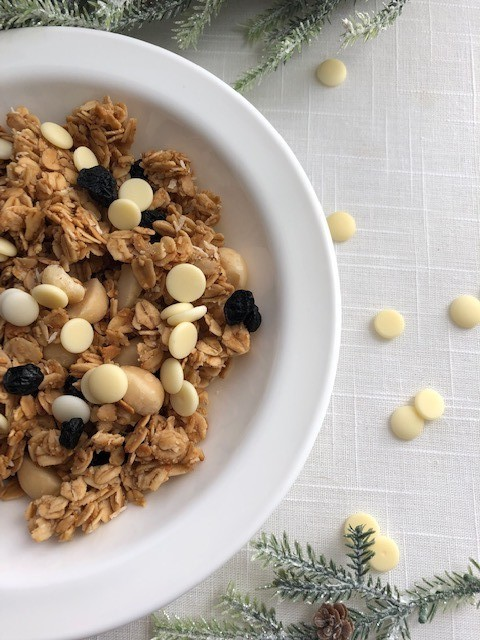 granola with white chocolate