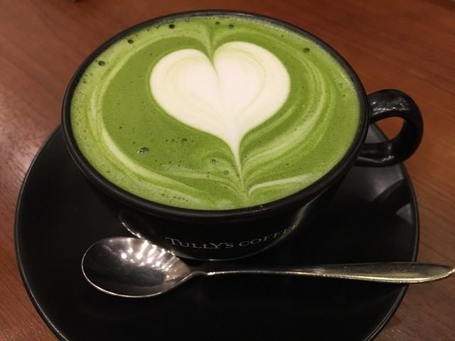 green tea latte photo courtsey of hoyas and pixabay