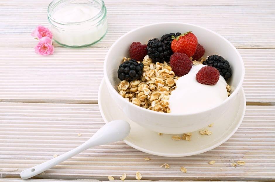 Greek Yogurt with Oats and Fruit