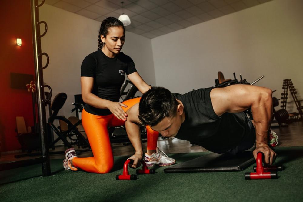 "<img src=""man doing press ups.jpg"" alt =""how to train your body""/>"