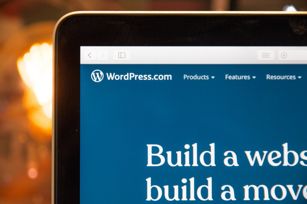 "<img src=""mobile device showing build a website.jpg"" alt=""how to create a website business""/>"