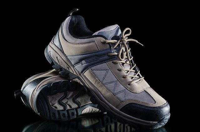 """<img src= """"trainers.jpg"""" alt =""""what to buy from amazon""""/>"""