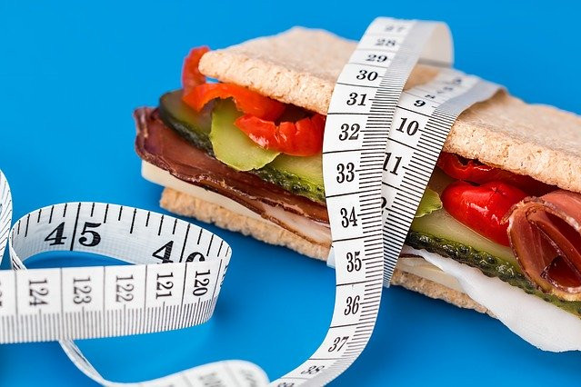 "<img src=""food with measuring tape.jpg"" alt=""what's the best diet to lose weight fast""/>"