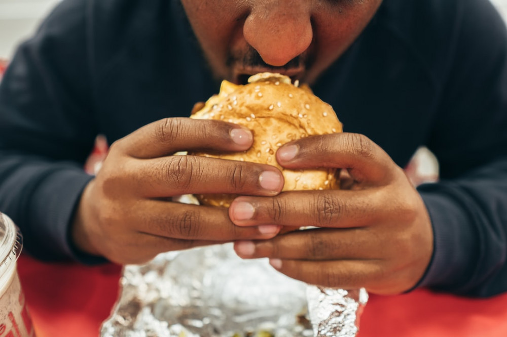 "<img src=""man eating a burger.jpg"" alt=""can you exercise after eating""/>"