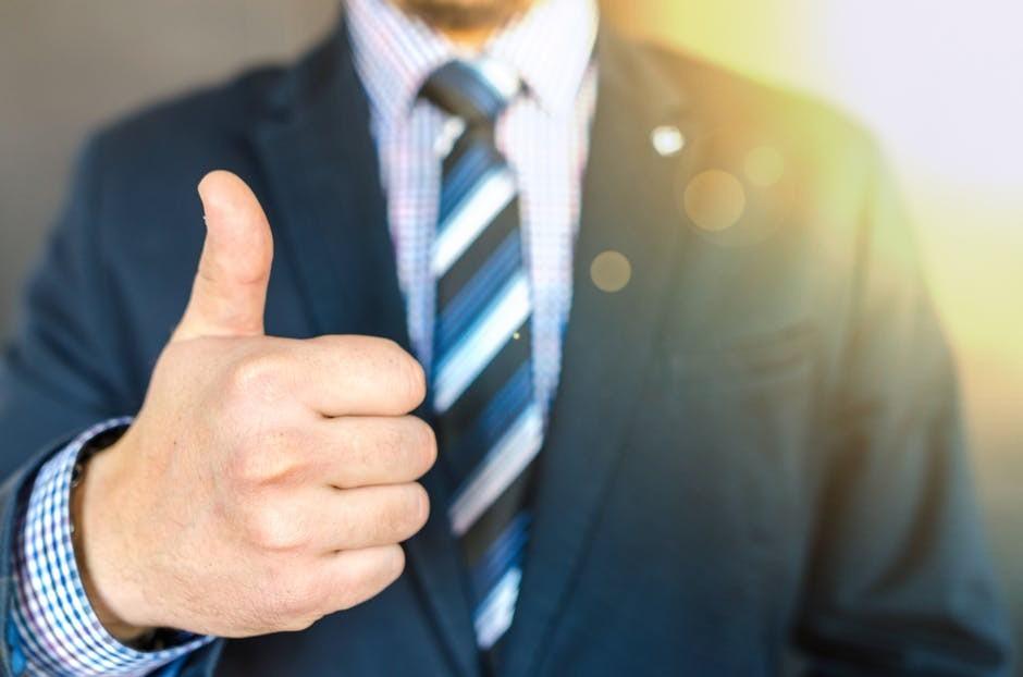 """<img src=""""thumbs-up.jpg"""" alt=""""making money on-line""""/>"""