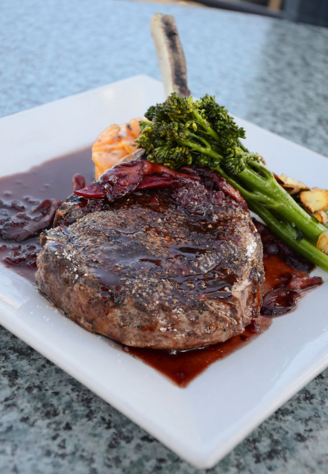 "<img src=""steak and broccoli on a plate.jpg"" alt=""foods to eat and lose weight naturally""/>"