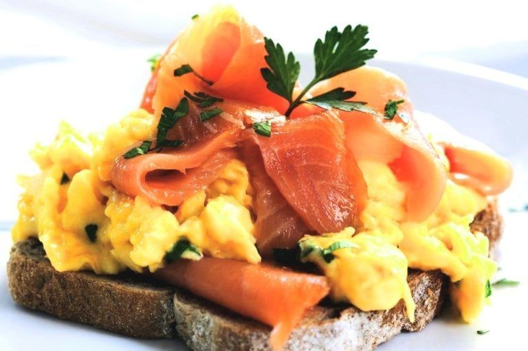 Smoked salmon with eggs