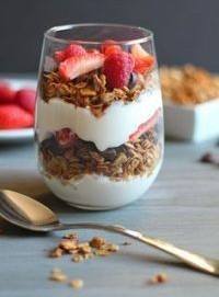 granola-Greek-yoghurt-