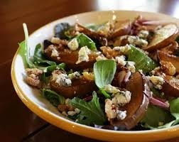 Salad of chicken with walnuts