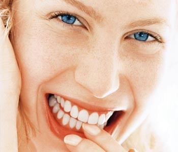 Fluoride side effects - Lady shows healthy teeths