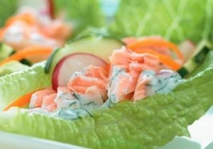 Slawrap with salmon, avocado and bean sprouts