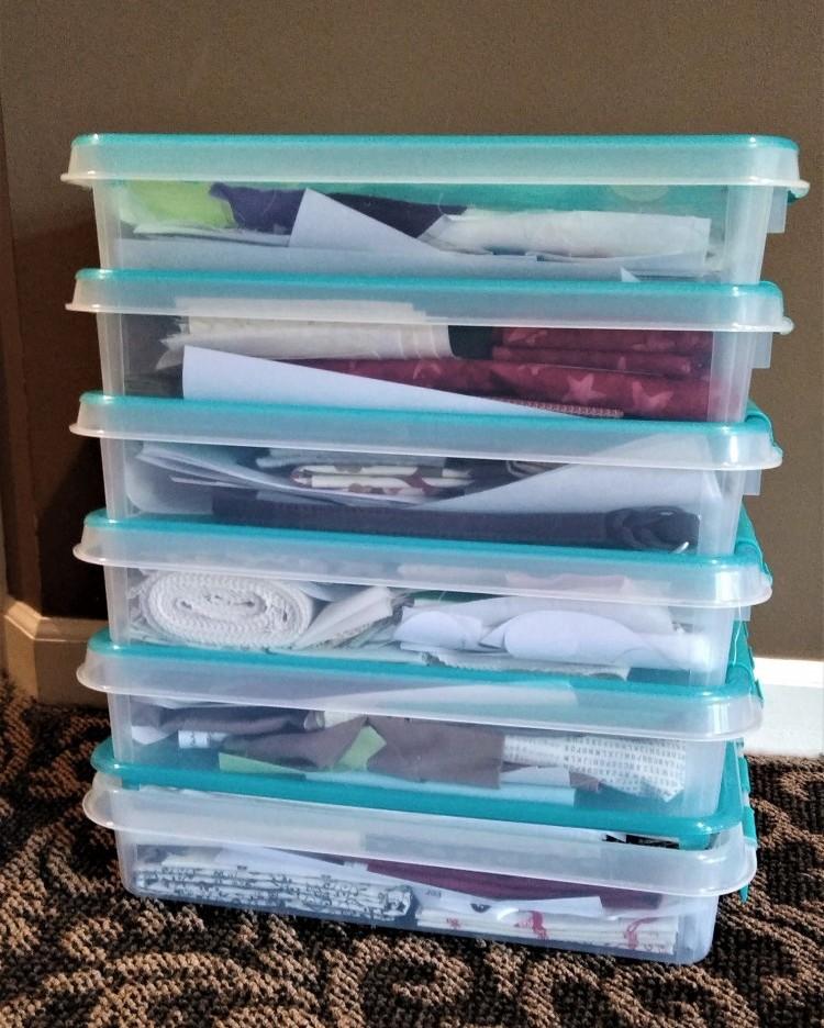 Snapware 16' x 3' Storage bins w/ Turquoise Lids