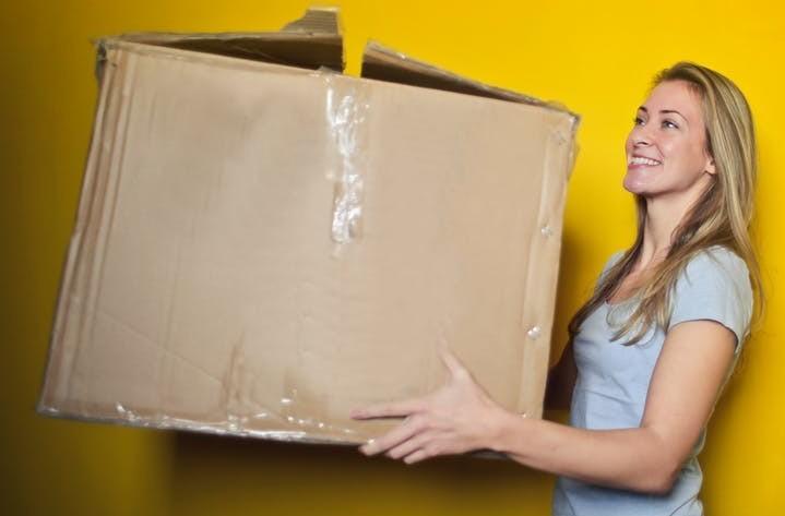 A women carrying a empty box