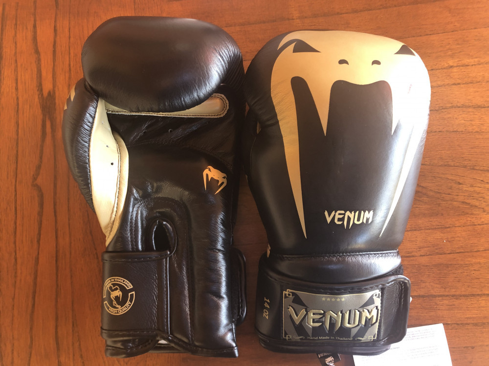 Venum Giant 3.0 Boxing Gloves review black gold