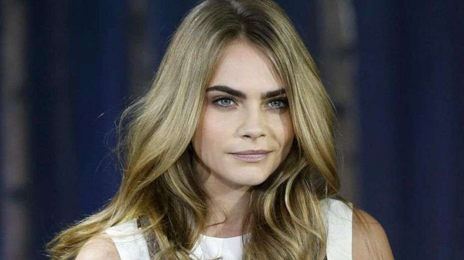 how cara delevinge handles being depressed