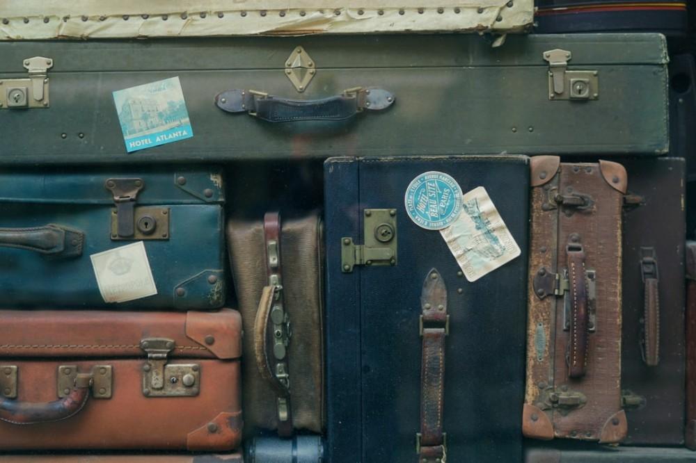 vintage luggage vibe