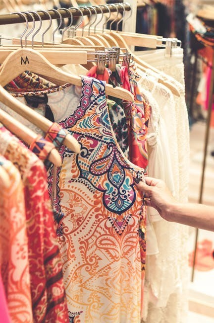 the-best-ways-to-save-money-fast-sell-clothing