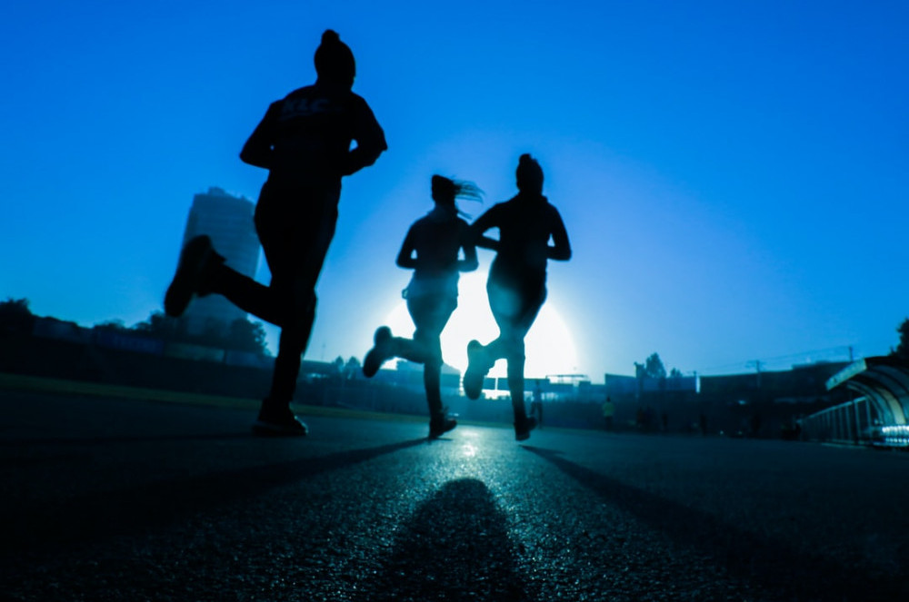 Physical activity with friends can be healthy for our heart.