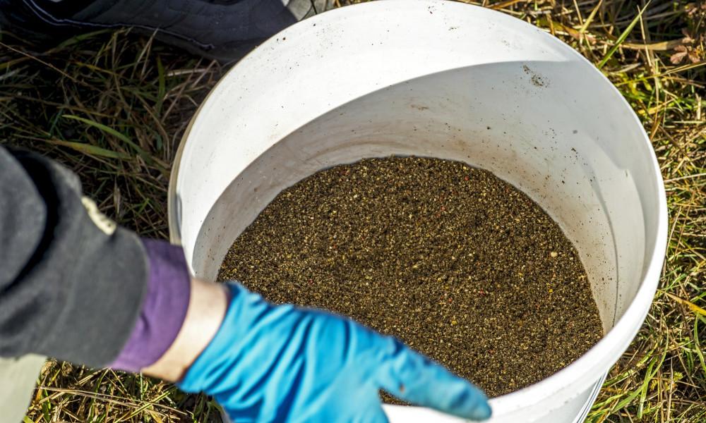 How to fish a method feeder - Groundbait in bucket