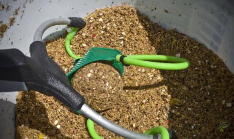 Carp fishing with groundbait - Carp Bait mix and slingshot