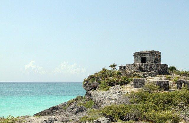 Maya ruins in Tulum overlooking turquoise waters.
