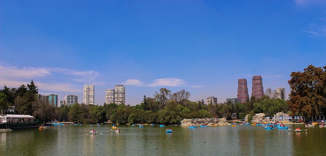 People rowing in boats on a lake in Bosque de Chapultepec.