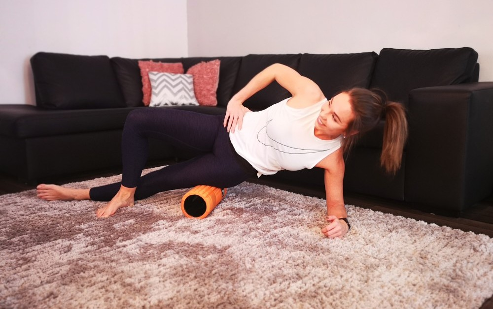 GRID Foam Roller outer thighs