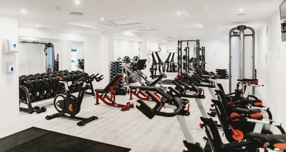 picture of a gym with treadmills, ellipticals and stair climbers