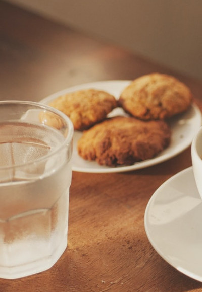 6 Tips to Surviving Mediation - Water and Cookies