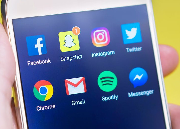 How to Deal with Stay-At-Home Mom Depression - Social Media Apps