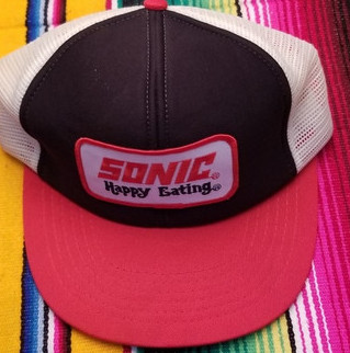 classic 80s fashion - snap back hat