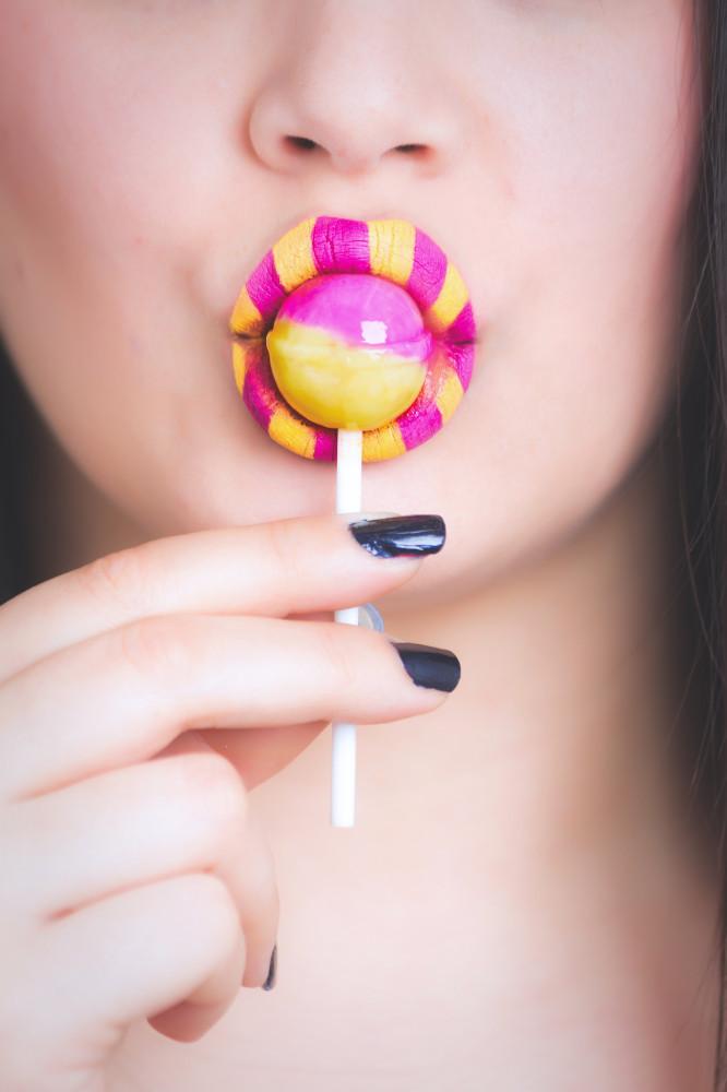 Retro Online Candy Sucker