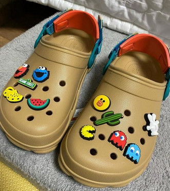 crocs - why are crocs popular with charms