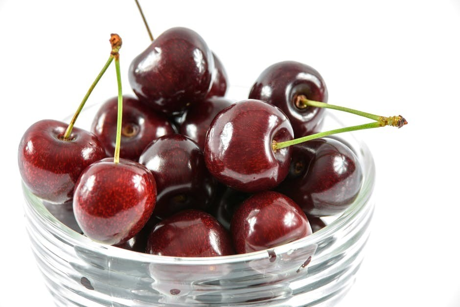 A bowl full of ripe cherries