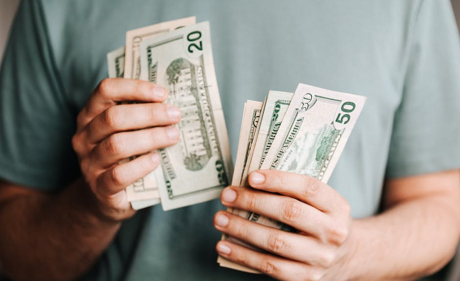 What's the wealthy affiliate university about?An image of a person holding some money