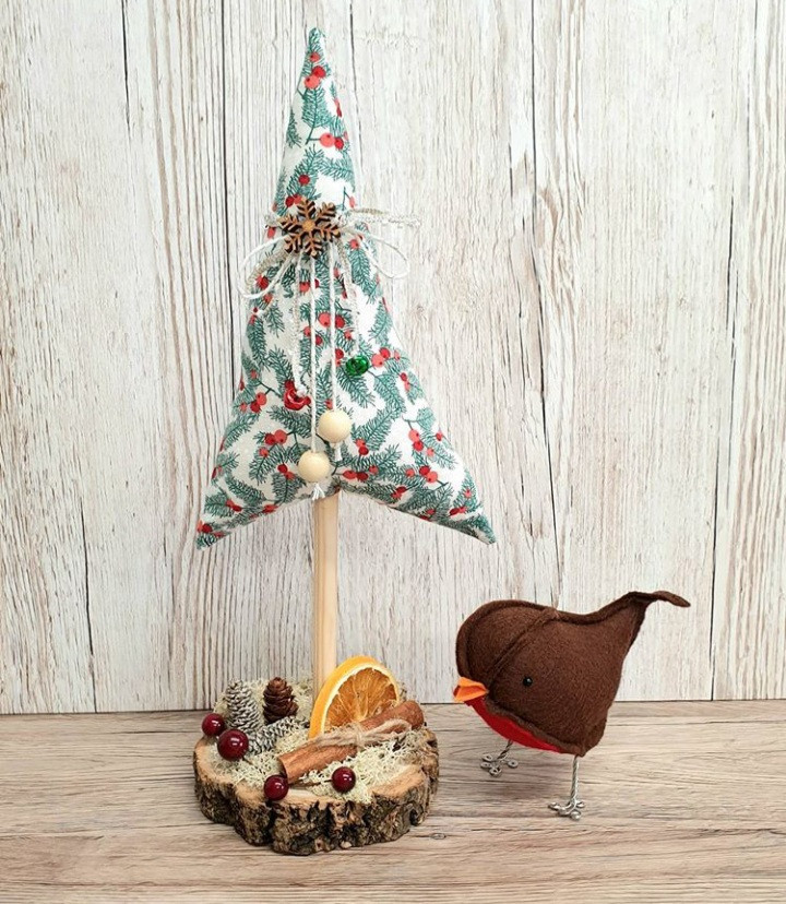 Why stress over spending huge sums of money on Christmas decorations when you can make them yourselves. Adding a handmade touch to your decorate is fun and nostalgic!