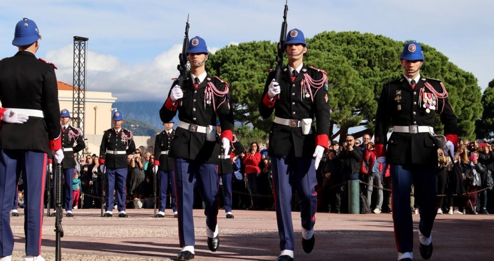 monaco-palace-guards