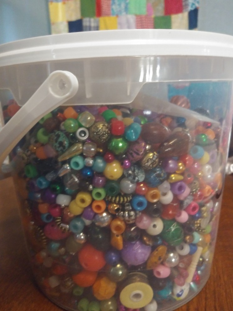 A bucket of one thousand beads